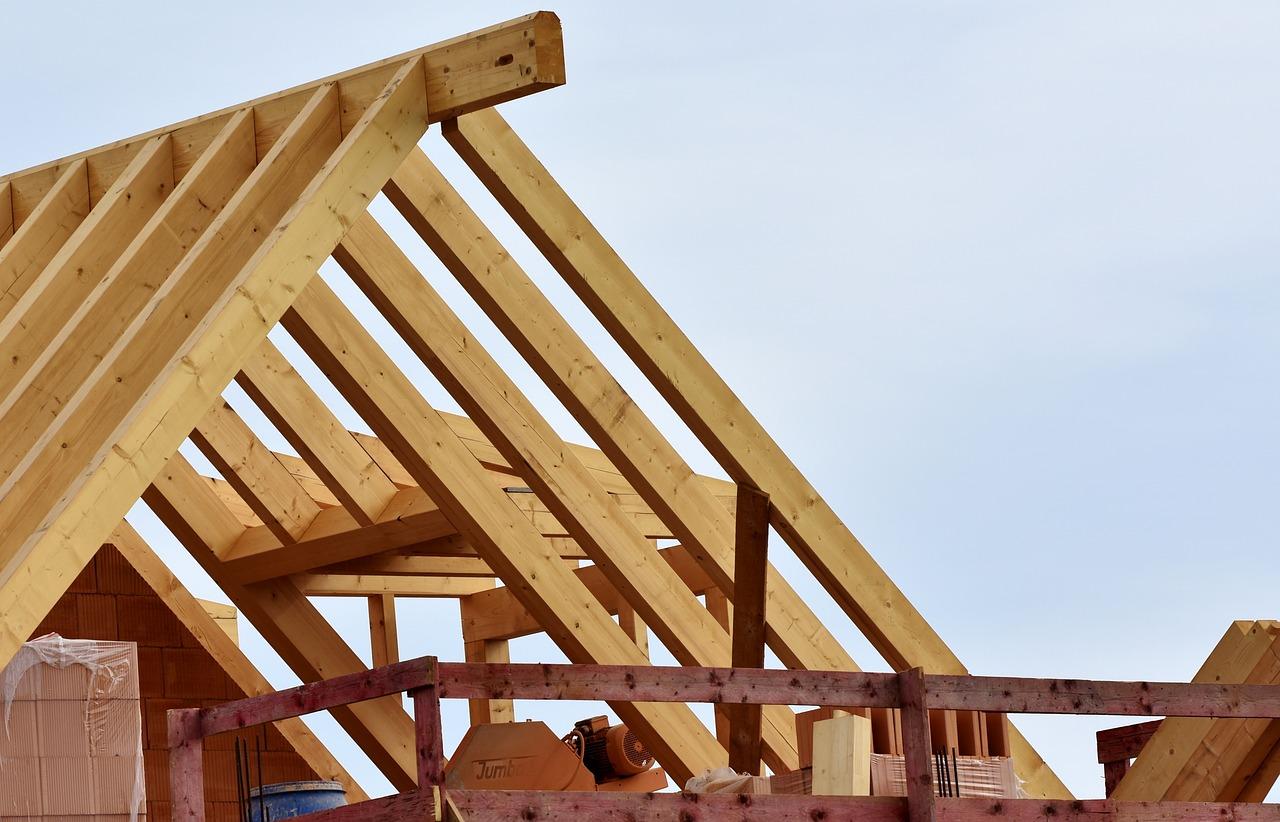Więźba dachowa – jak dobrać, aby dach był bezpieczny i trwały